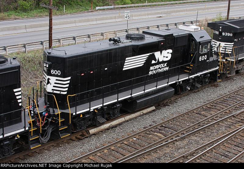 NS 600